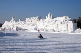 Niesamowite Rzezby ze sniegu