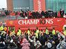 Mistrzowska parada United na ulicach Manchesteru - MANCHESTER UNITED - OD KOŁYSKI AŻ PO GRÓB - zdjęcie 70801166